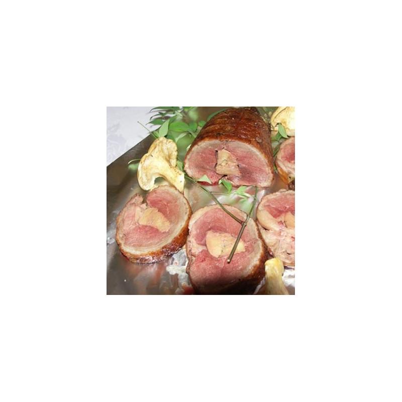 Rôti de canard fourré au foie gras mi-cuit.